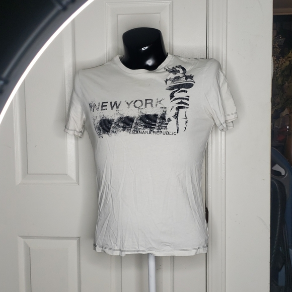 🤯3/$12 Banana Republic New York White Top Small